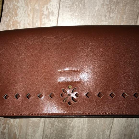 Mondani Handbags - MONDANI Purse Brown EUC Very Clean shoulder bag